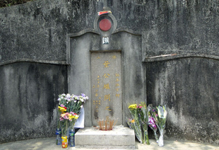 - Visiting Grandmaster Ip Man's Grave